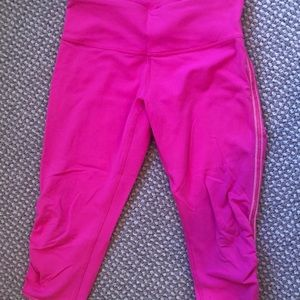 Lululemon crop leggings with rouging.